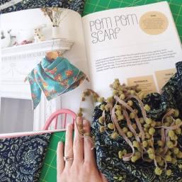 pompom-scarf-001